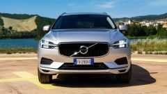 Volvo XC60 AWD Momentum Pro 2020, il frontale