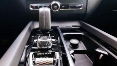 Volvo XC60 AWD Momentum Pro, dettaglio del porta bicchieri
