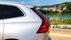 Volvo XC60 AWD Momentum Pro, dettaglio del profilo posteriore