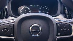 Volvo XC60 AWD Momentum Pro, dettaglio del volante