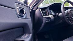 Volvo XC60 AWD Momentum Pro, il pannello porta lato guida