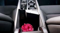 Volvo XC60 AWD Momentum Pro, il vano nella console centrale