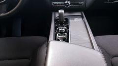Volvo XC60 AWD Momentum Pro, la leva del cambio automatico