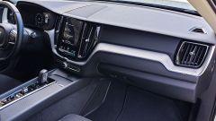 Volvo XC60 AWD Momentum Pro, la plancia, lato passeggero