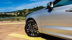Volvo XC60 AWD Momentum Pro, la ruota anteriore