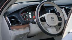Volvo XC90 D5 AWD Inscription: di serie  inserti in legno e alluminio