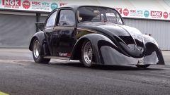 VW Beetle Drag Car 100% elettrica: il video del record su Youtube
