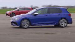 VW Golf R vs AMG A45 S, turbo compatte alla resa dei conti