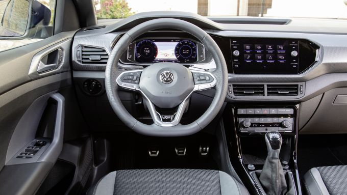 VW T-Cross, gli interni
