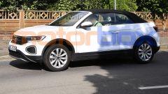 Nuova VW T-Roc Cabrio restyling (2022), prime foto. Quando esce