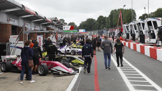 W-Series 2019, Brands Hatch: la pit-lane