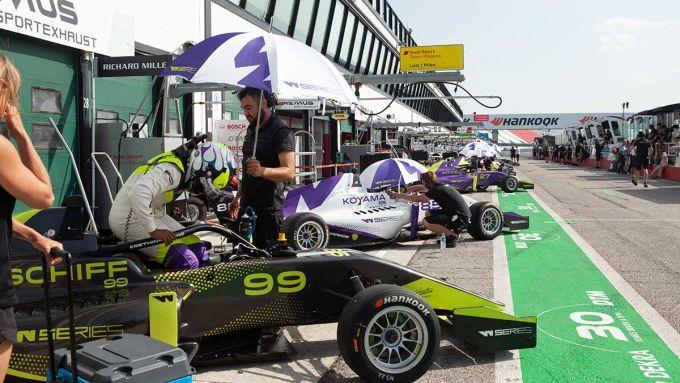 W-Series 2019, monoposto in pit lane a Misano Adriatico