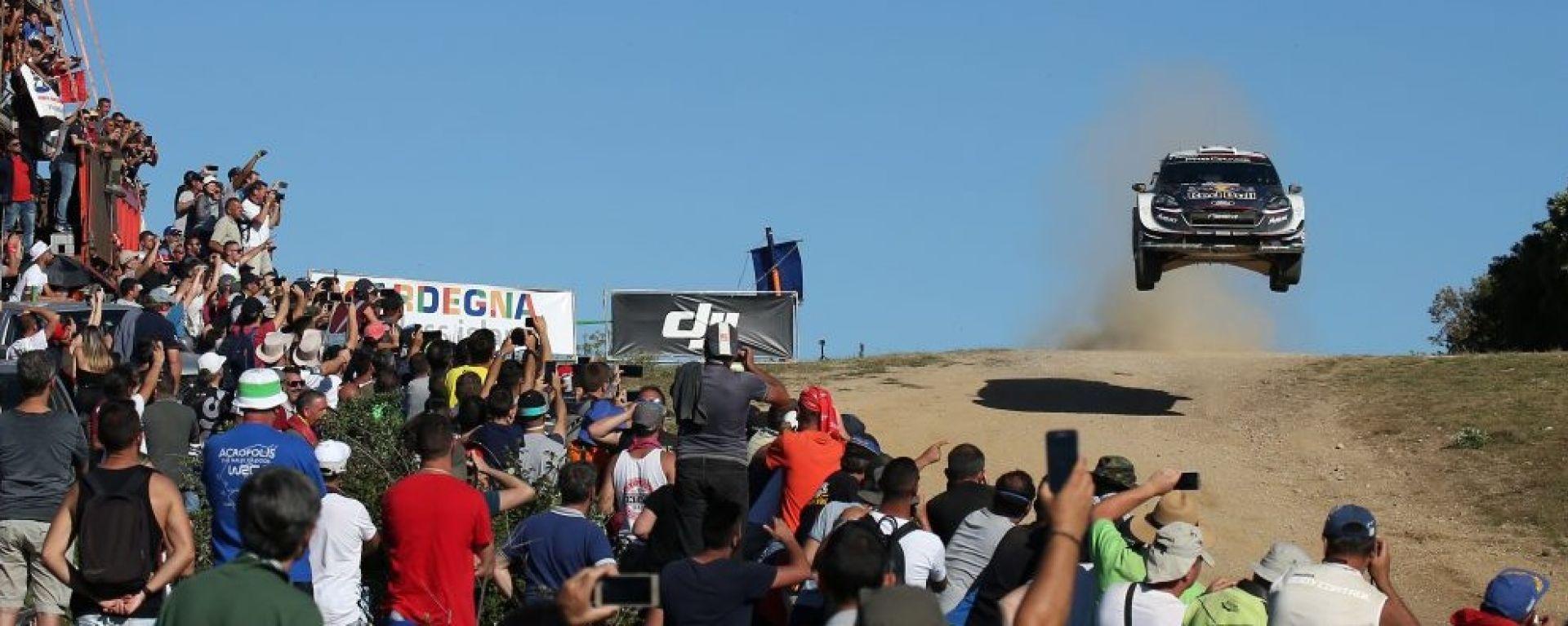 WRC 2018: impazza la lotta nel Rally Italia Sardegna. Ogier e Neuville se le danno