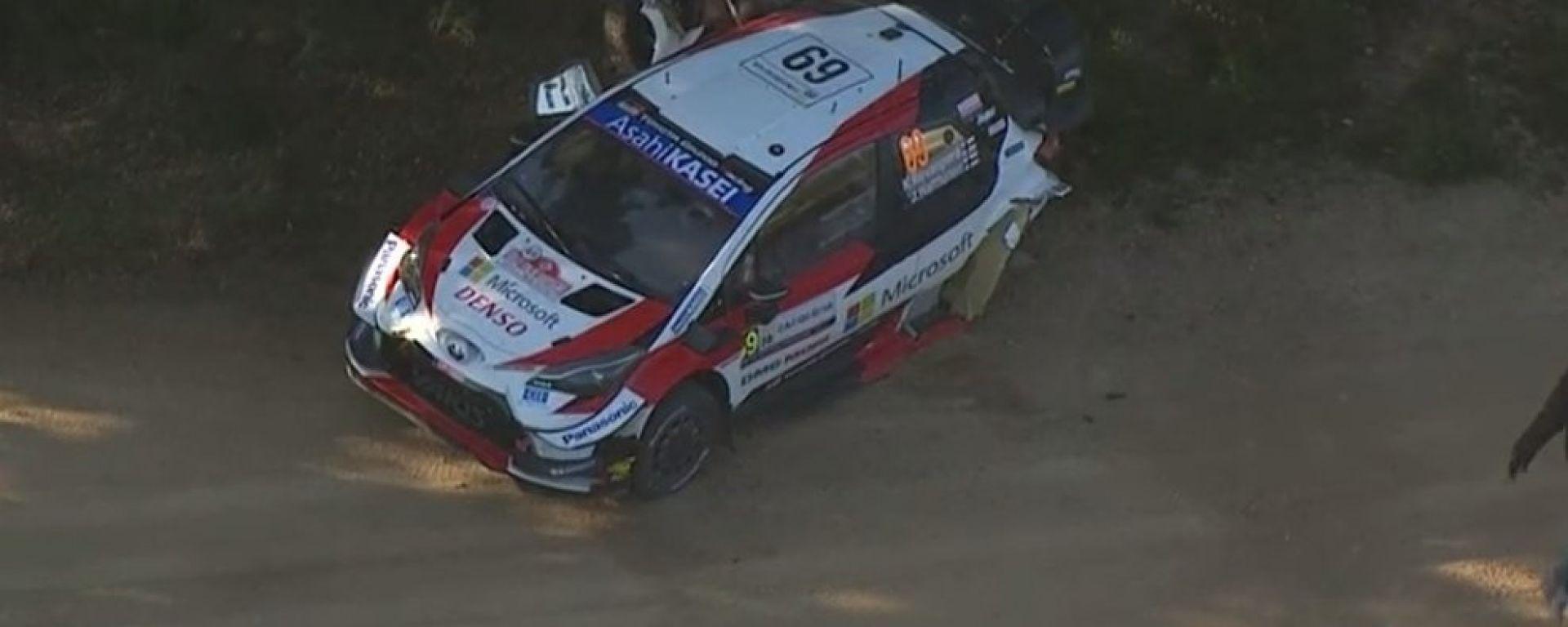 WRC, Rally Italia 2020: la Toyota di Kalle Rovampera dopo l'impatto con un albero