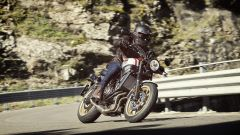 XSR700 XTribute: in movimento
