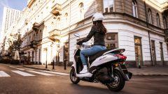 Yamaha D'elight 125 si rinnova: peso piuma e prezzo sotto i 3.000 euro - Immagine: 8