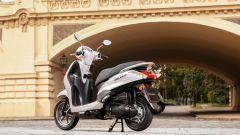 Yamaha D'elight 125 si rinnova: peso piuma e prezzo sotto i 3.000 euro - Immagine: 13