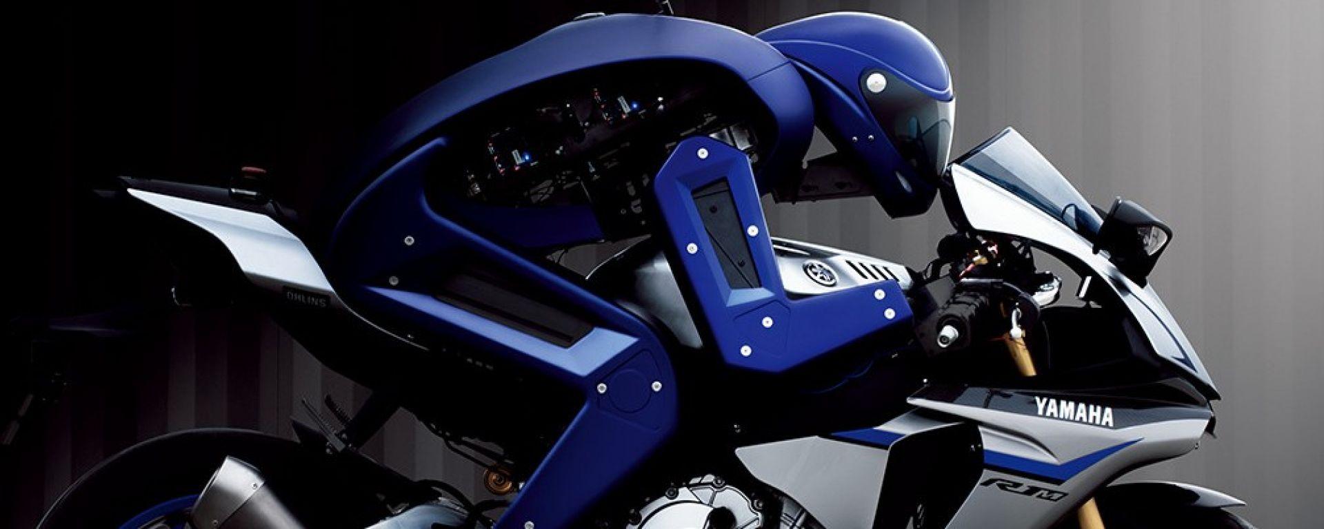 Yamaha MOTOBOT sfida Valentino Rossi