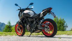 Yamaha MT-07 2020, vista 3/4 posteriore