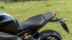 Yamaha MT-09 SP 2021: la sella della SP è più curata e trattiene meglio