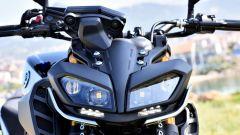 Yamaha MT-09 SP: dettaglio del gruppo ottico anteriore