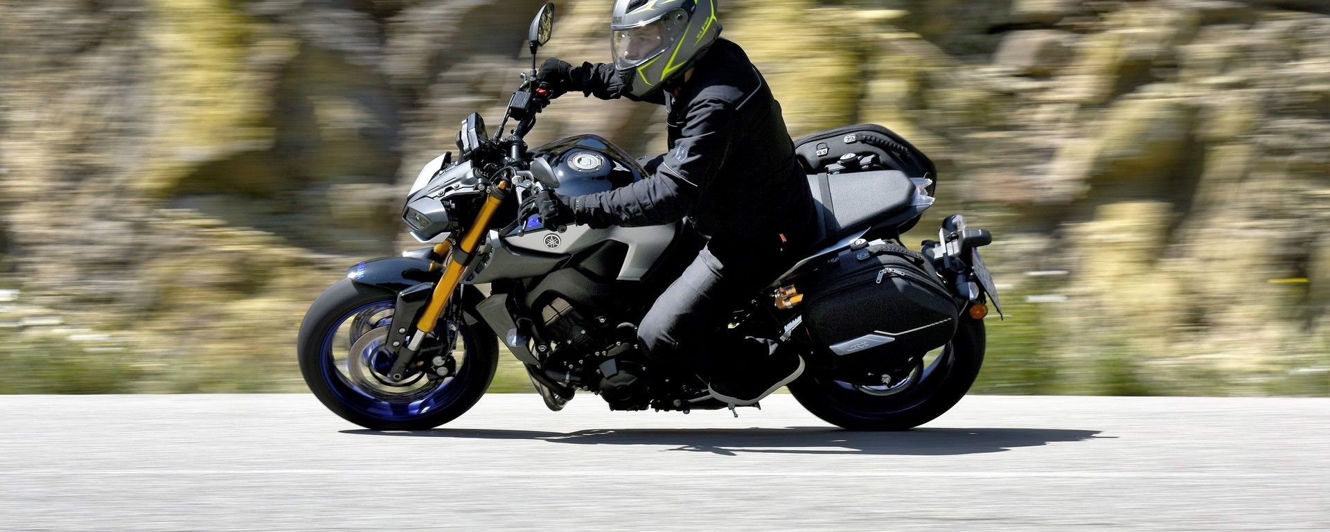 Yamaha MT-09 SP in piega