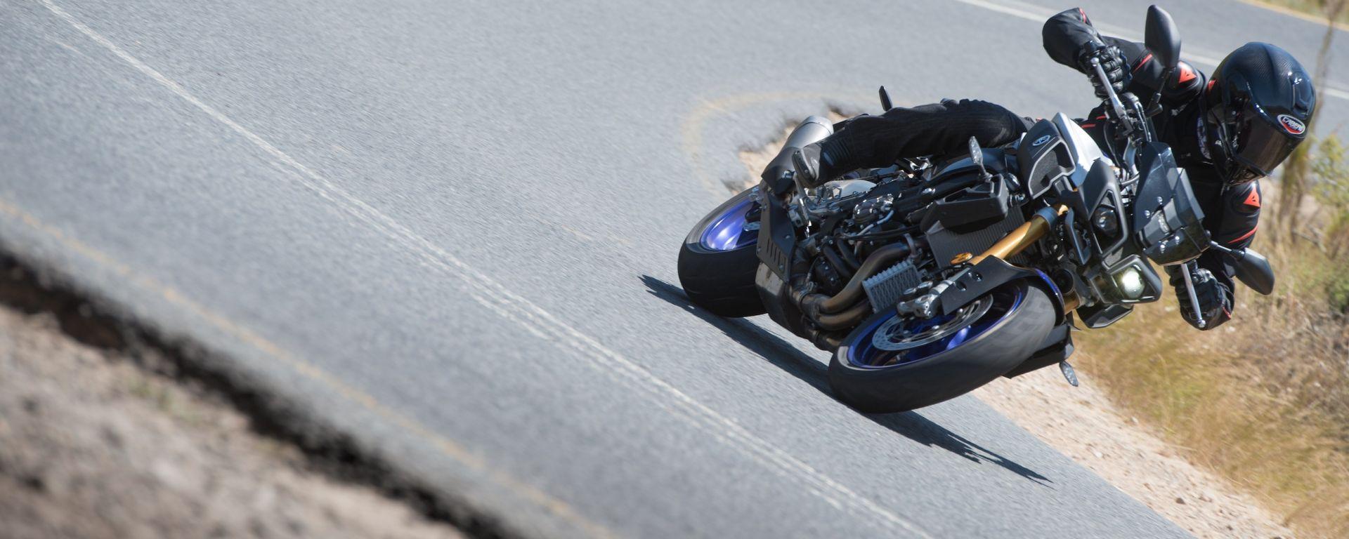 Yamaha MT-10 SP, stabile e precisa in curva