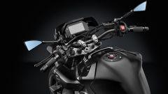 Yamaha MT-10, specchi e frecce