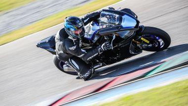 Yamaha R1 e R1M 2020: la R1M impegnata fra i cordoli
