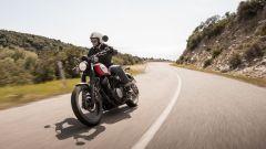 Yamaha SCR950 ha un'ottima tenuta su asfalto