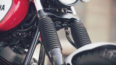 Yamaha SCR950: la forcella con steli da 41 millimetri è protetta da soffietti in gomma