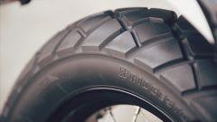 Yamaha SCR950: le gomme sono heavy duty, per affrontare gli sterrati