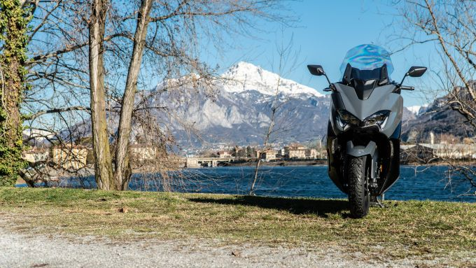 Yamaha T-Max 560, il frontale