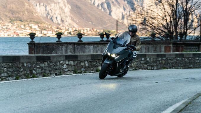 Yamaha T-Max 560 in azione