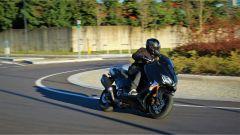 Yamaha T-Max SX Sport Edition: il più sportivo tra gli sportivi - Immagine: 1
