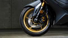 Yamaha TMAX 560 2020: in verione Tech Max con cerchi e forcella color oro