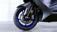 Yamaha TMAX 560 2020: la forcella a steli rovesciati