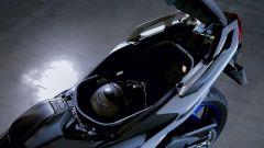 Yamaha TMAX 560, il vano sottosella