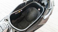 Yamaha TMax 560 Tech Max 2020: il sottosella