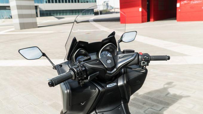 Yamaha TMax 560 Tech Max 2020: la strumentazione