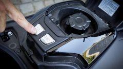 Yamaha TMAX SX 2017: dettaglio del tappo serbatoio