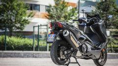 Yamaha TMAX SX 2017: vista 3/4 posteriore
