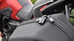 Yamaha Tracer 700, borsa laterale con chiusura a lucchetto