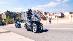 YAMAHA TRICITY 155 Oxford Grey in azione (2)