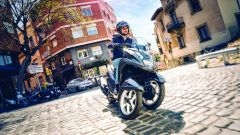 YAMAHA TRICITY 155 Oxford Grey in azione