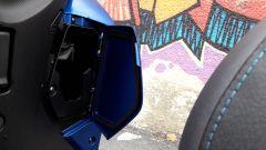 Yamaha Tricity 155, vano portaoggetti nel retroscudo