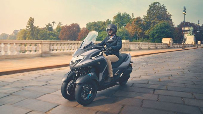 Yamaha Tricity 300 visto di 3/4 anteriore