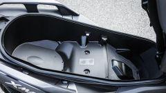 Yamaha X-Max 300: il vano sottosella