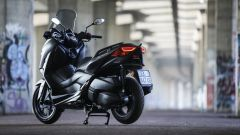 Yamaha X-Max 300: vista 3/4 posteriore