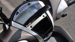 Yamaha Xenter 150, portaoggetti al manubrio